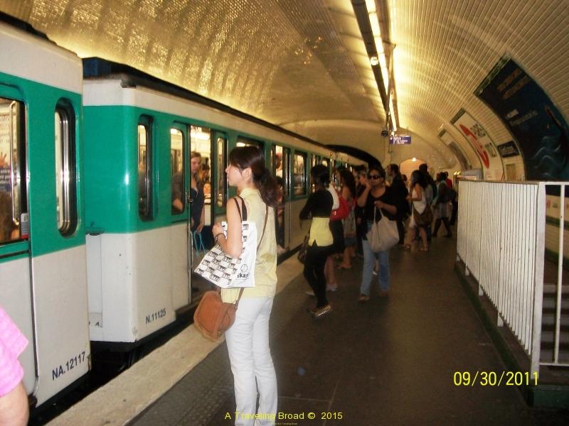The Paris subway platform.  Its so clean!