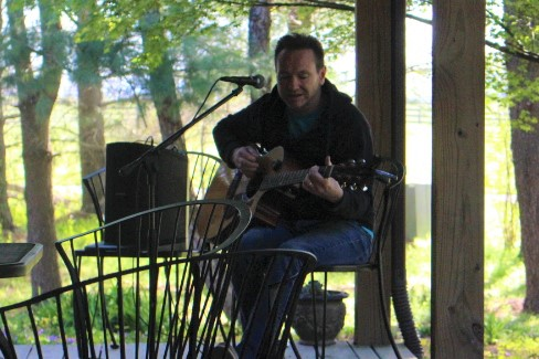 Acoustic music at Hidden Brook Winery